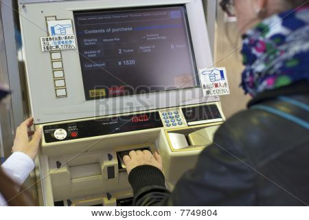 Automatic transport ticket vending machine