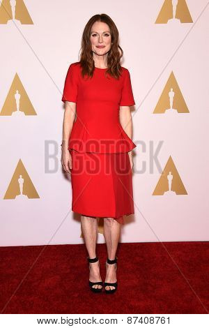 LOS ANGELES - FEB 02:  Julianne Moore arrives to the Oscar Nominee Reception  on February 2, 2015 in Beverly Hills, CA