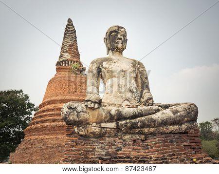 Buddha statue in Wat Worachetharam. Ayutthaya historical park.