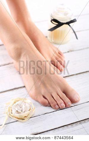 Sugar paste, care of female legs