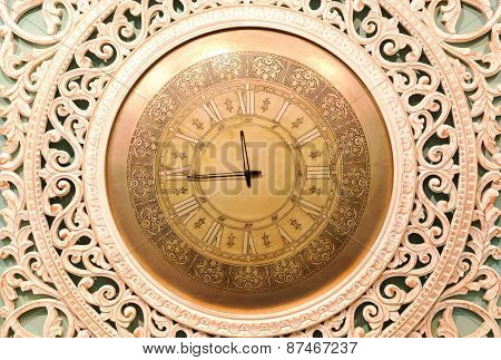 Classic clock with moving pointer