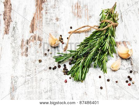 Garlic With Rosemary And Pepper