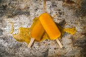 foto of popsicle  - Effect of melting in the heat of the all fruit popsicles - JPG