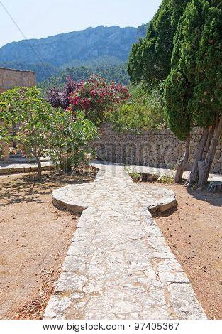 Garden Stone Walkway