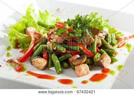 Salmon Warm Salad with Green Bean, Mushrooms and Paprika