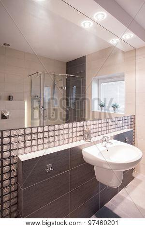 Mosaic Tiles In Stylish Bathroom