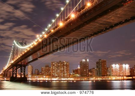 Manhattan Bridge bei Nacht