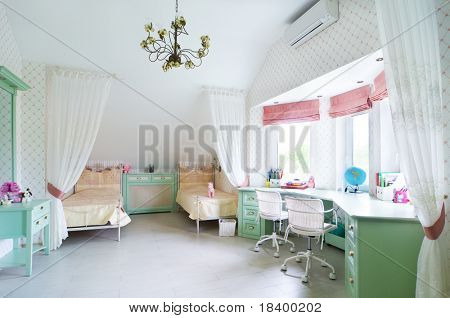 Habitación con dos camas de niños