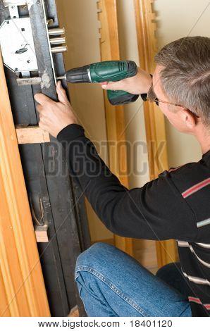 Handwerker-Reparatur-Sperre mit Bohrer