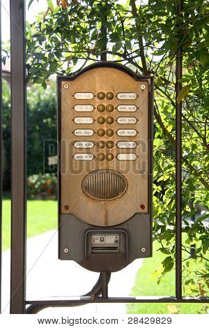entryphone system with sequential numbers and push buttons