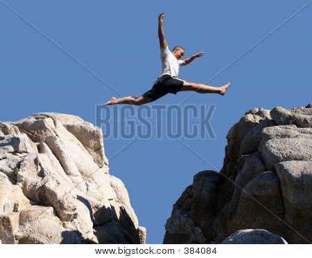 Menino pulando
