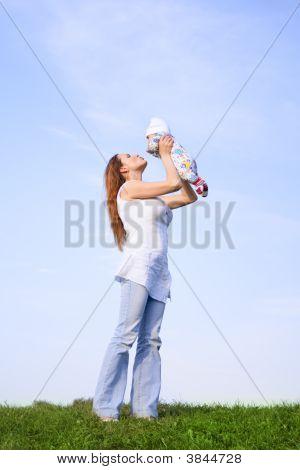 Mãe com bebê pequeno