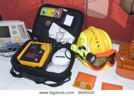 Portable Defibrillator für Feuerstelle im Garten emergencys