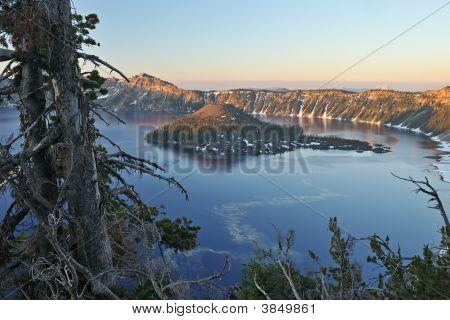 Lago de cratera do nascer do sol