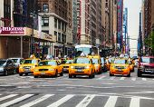 Gelbe Taxis in der New-York-City-Straße