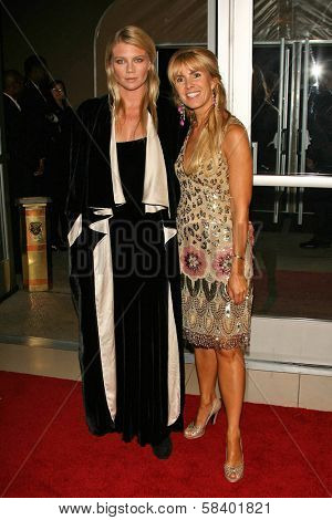 LOS ANGELES - NOVEMBER 2: Peta Wilson and Julia Verdin at the 2005 BAFTA/LA Cunard Britannia Awards at Hyatt Regency Century Plaza Hotel on November 2, 2006 in Century City, CA..