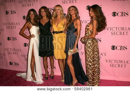 LOS ANGELES - NOVEMBER 16: Alessandra Ambrosio, Adriana Lima, Karolina Kurkova, Gisele Bundchen and Izabel Goulart arriving at The Victoria's Secret Fashion Show at Kodak Theater November 16, 2006.
