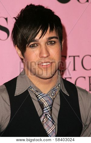 LOS ANGELES - NOVEMBER 16: Pete Wentz arriving at The Victoria's Secret Fashion Show at Kodak Theatre on November 16, 2006 in Hollywood, CA.