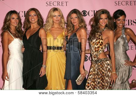 LOS ANGELES - NOVEMBER 16: Alessandra Ambrosio, Adriana Lima, Karolina Kurkova, Gisele Bundchen and Izabel Goulart arriving at The Victoria's Secret Fashion Show at Kodak Theatre November 16, 2006.