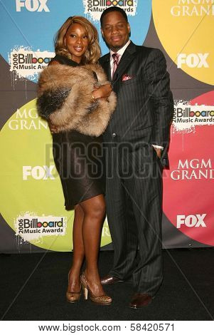 LAS VEGAS - DECEMBER 04: Mary J Blige and husband Kendu in the press room at the 2006 Billboard Music Awards, MGM Grand Hotel December 04, 2006 in Las Vegas, NV