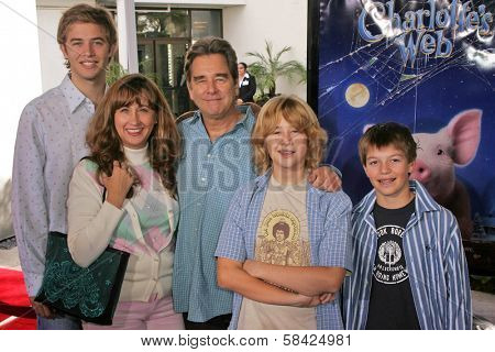 HOLLYWOOD - DECEMBER 10: Beau Bridges and family at the Los Angeles Premiere of