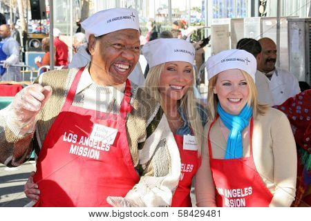 LOS ANGELES - DECEMBER 22: Billy Davis Jr with Pamela Bach-Hasselhoff and Melissa Joan Hart at the Annual Los Angeles Mission Christmas Event December 22, 2006 in Los Angeles, CA.