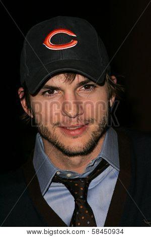 LOS ANGELES - NOVEMBER 15: Ashton Kutcher at the Los Angeles Premiere of