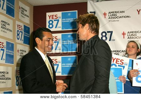 LOS ANGELES - NOVEMBER 11:  Brad Pitt and Mayor Antonio Villaraigosa at Proposition 87 Press Conference in a Private Location November 11, 2006 in Los Angeles, CA.