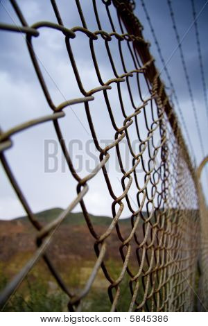 Esgrima en zona desértica de la frontera