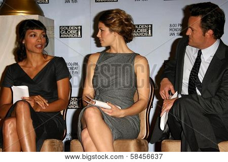BEVERLY HILLS - DECEMBER 14: Rosario Dawson with Jessica Biel and Matthew Perry at the Nomination Announcement For The 64th Annual Golden Globe Awards December 14 2006 at Beverly Hilton, Beverly Hills
