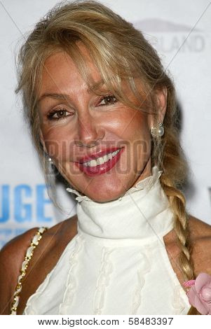 SANTA MONICA - JULY 23: Linda Thompson at the Sexy Summer Soire Party hosted by H.U.G.E benefiting Heal The Bay at AKWA Restaurant and Club on July 23, 2006 in Santa Monica, CA.