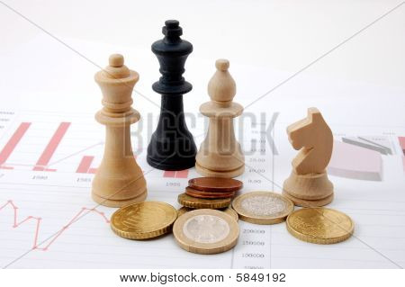 Hombre de ajedrez sobre carta de negocios