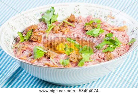 ground beef with egg and coriander