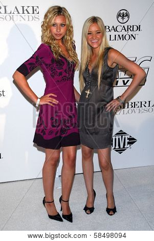 LOS ANGELES - SEPTEMBER 19: AJ Michalka and Aly Michalka at the album release party for Justin Timberlake's new album