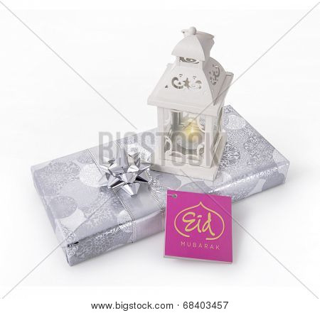 A gift pack with ramadan lamp and tag with 'Eid Mubarak' message