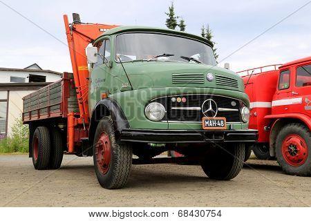 Green Mercedes-benz 1413 Tipper Truck