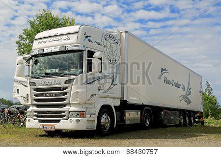 White Scania Super R440 Semi Truck