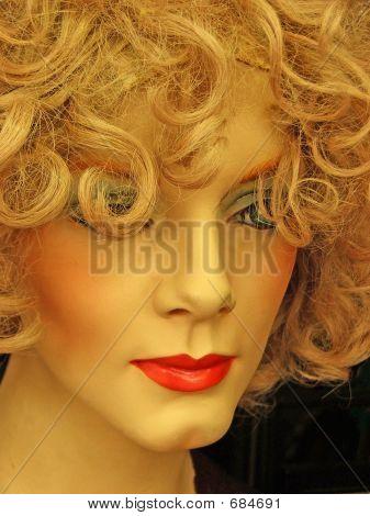 Blond Manikin