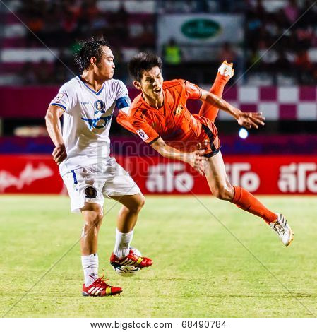 Sisaket Thailand-july 13: Siwapong Jarersin Of Sisaket Fc. (orange) In Action During Thai Premier Le