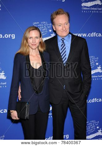 LOS ANGELES - DEC 04:  Conan O'Brien & Liza Powel arrives to the 2014 Beat The Odds on December 04, 2014 in Culver City, CA