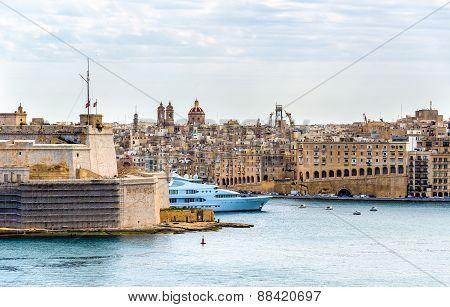 View Of Bormla (cospicua) From Valletta - Malta