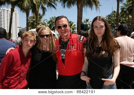 LOS ANGELES - FEB 18:  Robert Patrick, wife, son, daughter at the Toyota Grand Prix Pro/Celeb Race at the Toyota Grand Prix Racecourse on April 18, 2015 in Long Beach, CA