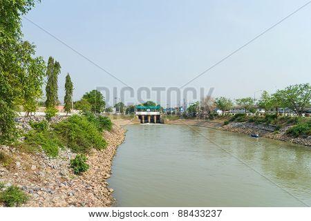 The dam at Canal Rapeepat