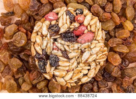 Round candied seeds and nuts with raisins.