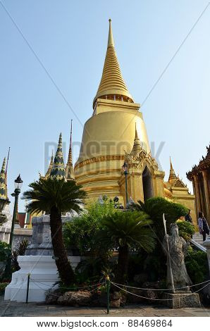 Tourists Vist The Grand Palace In Bangkok