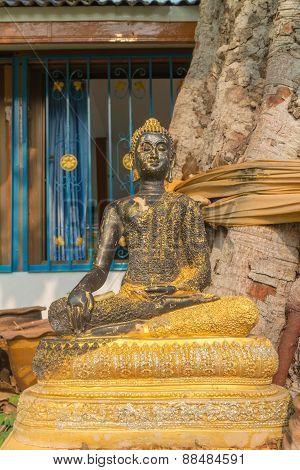 Bronze carving sitting buddha statue