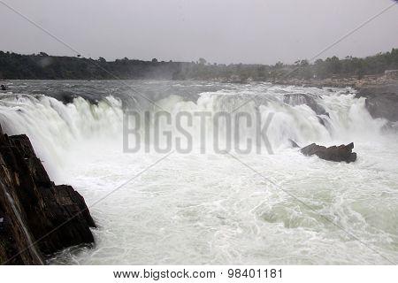 Dhuadhar Falls, Bedaghat