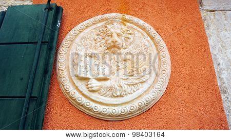 Lion In Circular Shape Bas Relief Art