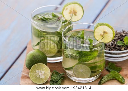 Infused Water Mix Of Green Tea, Lime And Mint