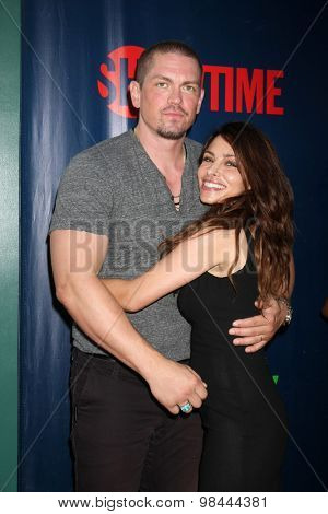 LOS ANGELES - AUG 10:  Steve Howey, Sarah Shahi at the CBS TCA Summer 2015 Party at the Pacific Design Center on August 10, 2015 in West Hollywood, CA